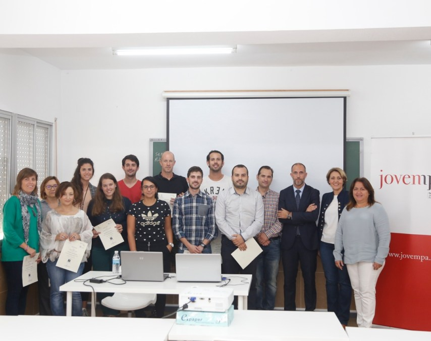 Los 15 participantes en el curso para emprendedores de Jovempa reciben sus diplomas