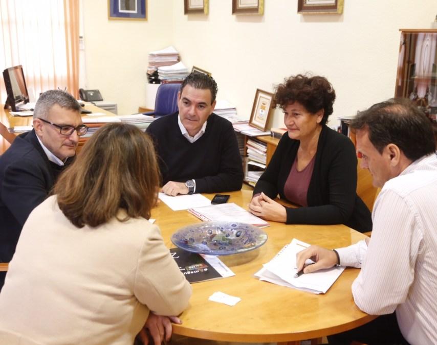 L'Alfàs del Pi y FGV mantienen una reunión de trabajo para estudiar las mejoras en el trenet a su paso por el municipio