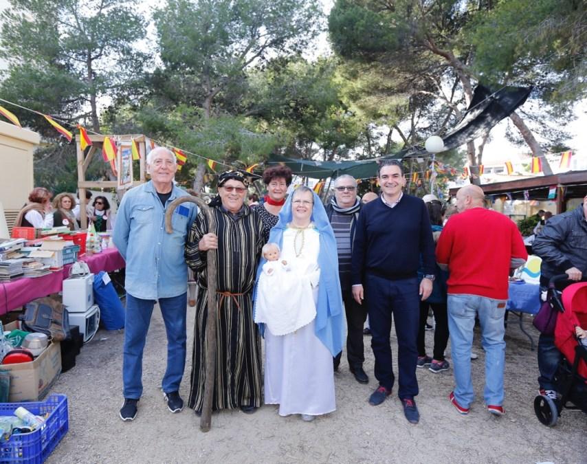 Los jubilados de l'Albir recaudan cerca de dos mil euros con su quinta Fira de Nadal