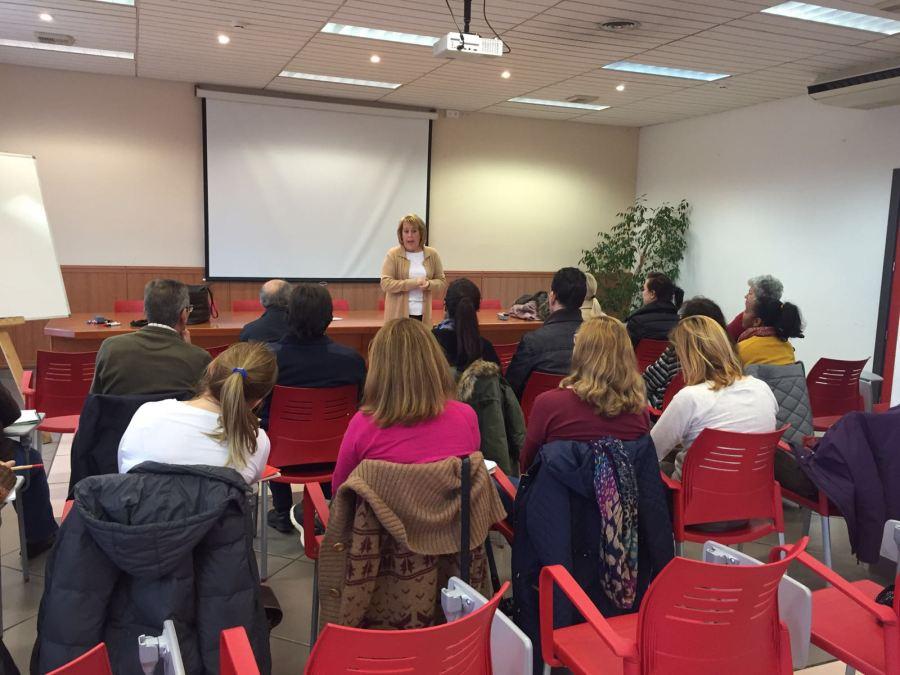 La Agencia AMICS oferta cursos de idiomas y de alfabetización para empadronados en el municipio