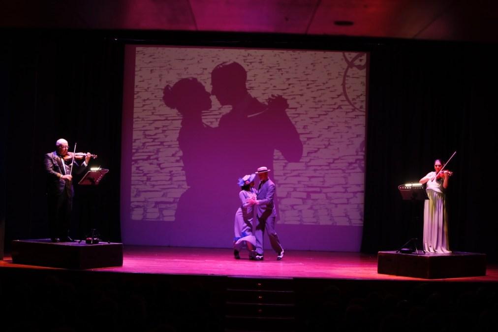 Más de 300 personas disfrutan del mejor tango en la casa de cultura de l'Alfàs