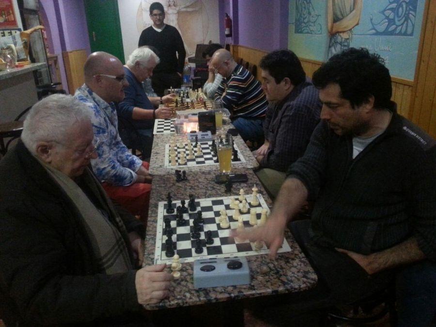 El  club de  ajedrez de l'Alfàs del Pi  se coloca primero  de la liga autonómica
