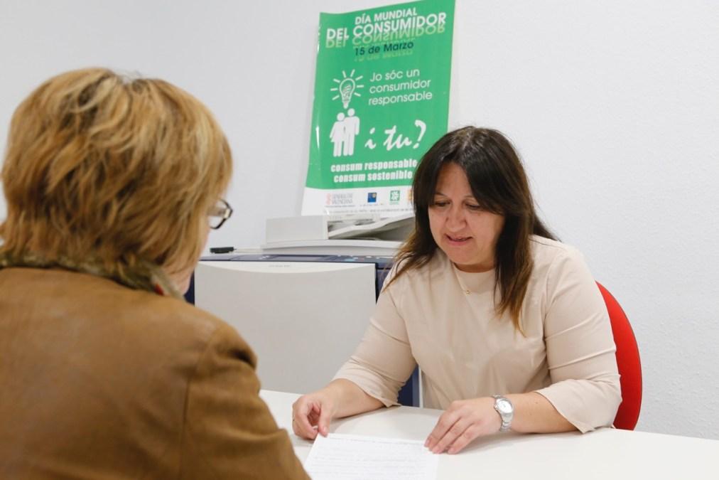 La telefonía encabeza el número de consultas y reclamaciones realizadas en la OMIC de l'Alfàs en 2016
