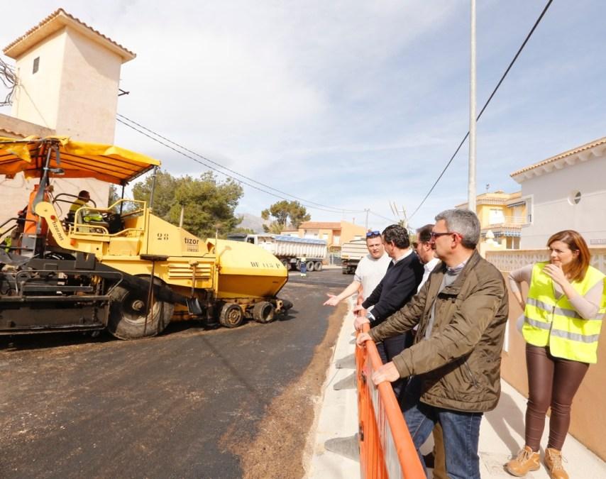A punto de finalizar las obras de mejora en las calles Mitra y Tritó