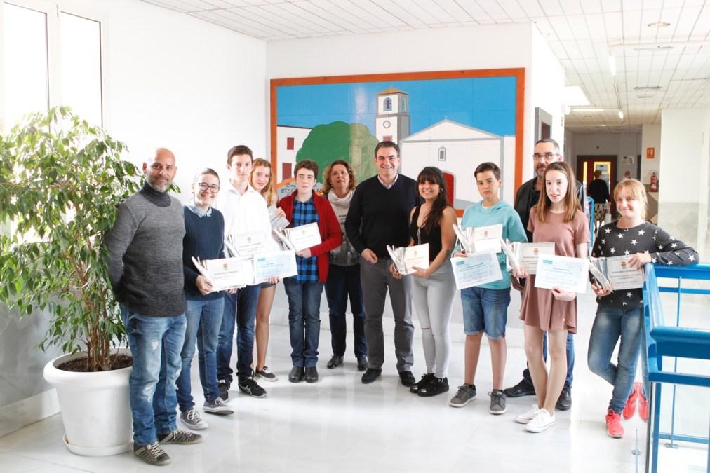Nicolás Mínguez de León y Ana serrano Lloret ganan el primer Concurso de Cuentos de l'Alfàs del Pi