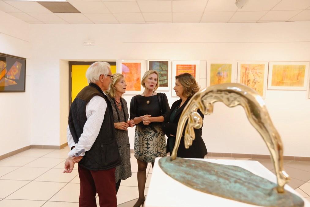 Fredy E. Wubben expone en la Casa de Cultura una selección de pinturas y de esculturas de vidrio