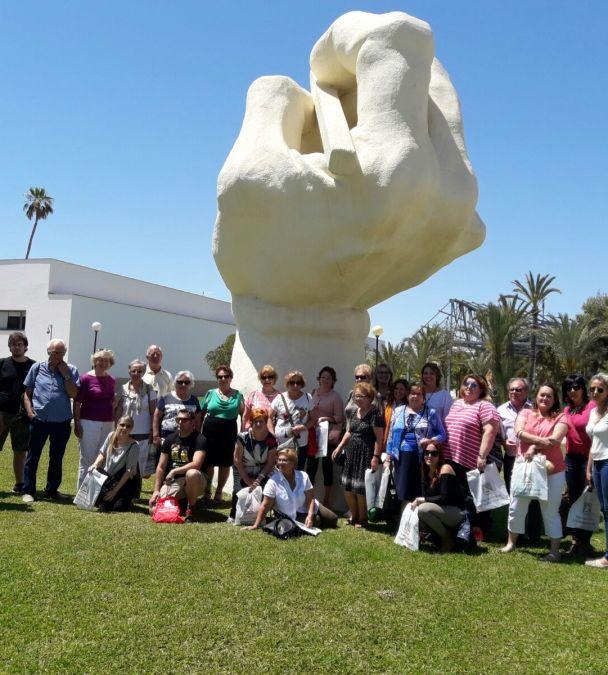 Una treintena de personas participan en la visita a la UA organizada por la concejalía de Educación