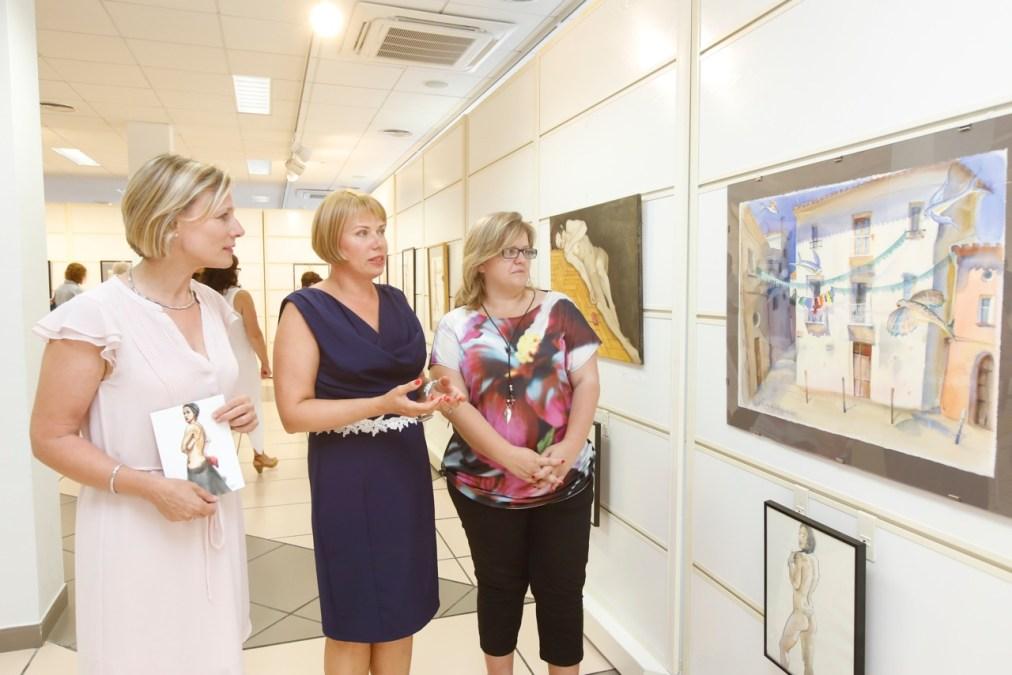 La pintora rusa Victoria Udalova expone en la Casa de Cultura