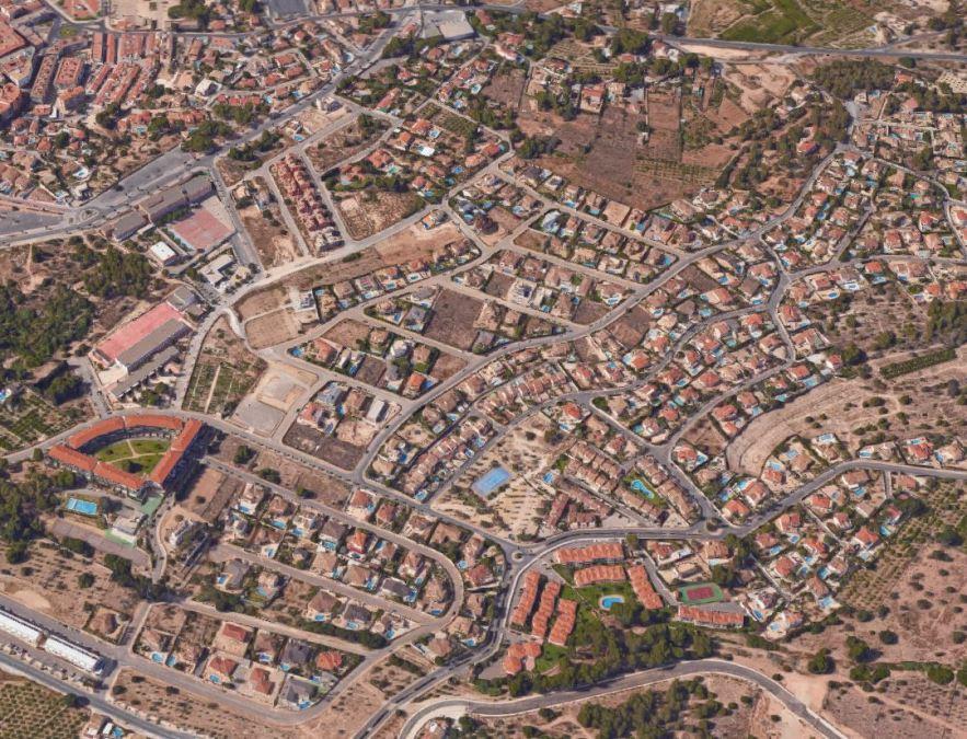 Campaña de desinsectación y desratización en diversas urbanizaciones de l'Alfàs del Pi