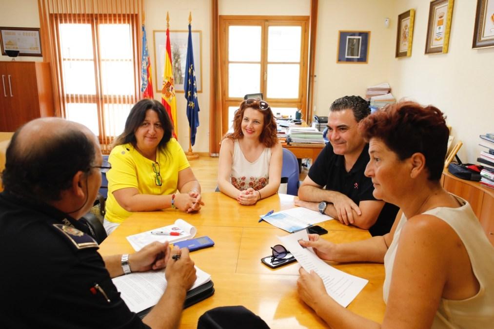 L'Alfàs del Pi comienza a planificar sus acciones contra el alquiler ilegal de apartamentos turísticos