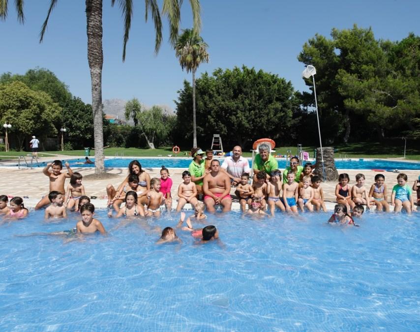 L'Alfàs cierra una nueva edición de la campaña de deportes acuáticos en la piscina municipal