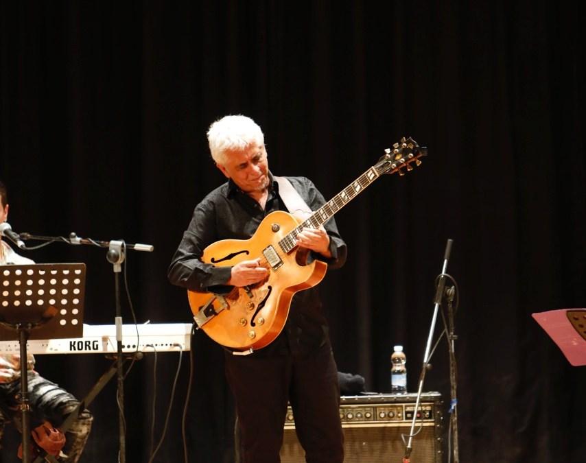 Espléndido concierto del valenciano Ximo Tébar en la Casa de Cultura de l'Alfàs