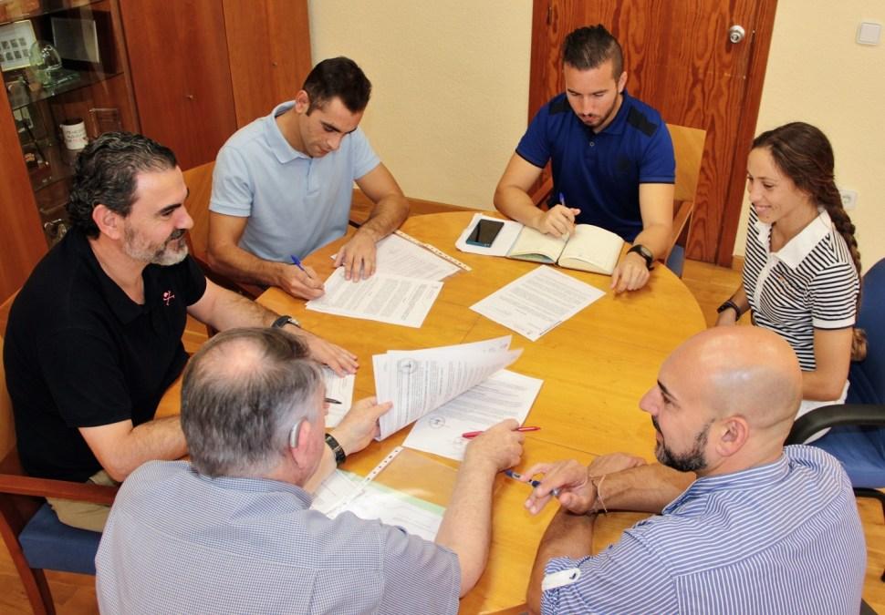 La concejalía de deportes renueva cuatro convenios más  con los clubes deportivos locales.