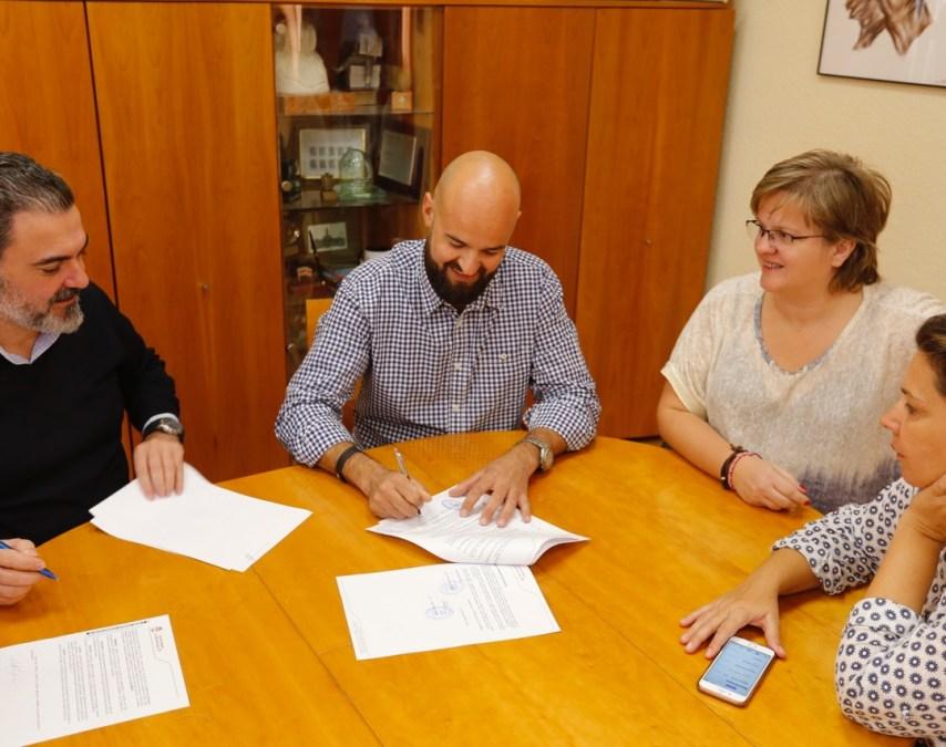 El Ayuntamiento de l'Alfàs y la Associació Tradicions de la Marina renuevan el convenio de colaboración