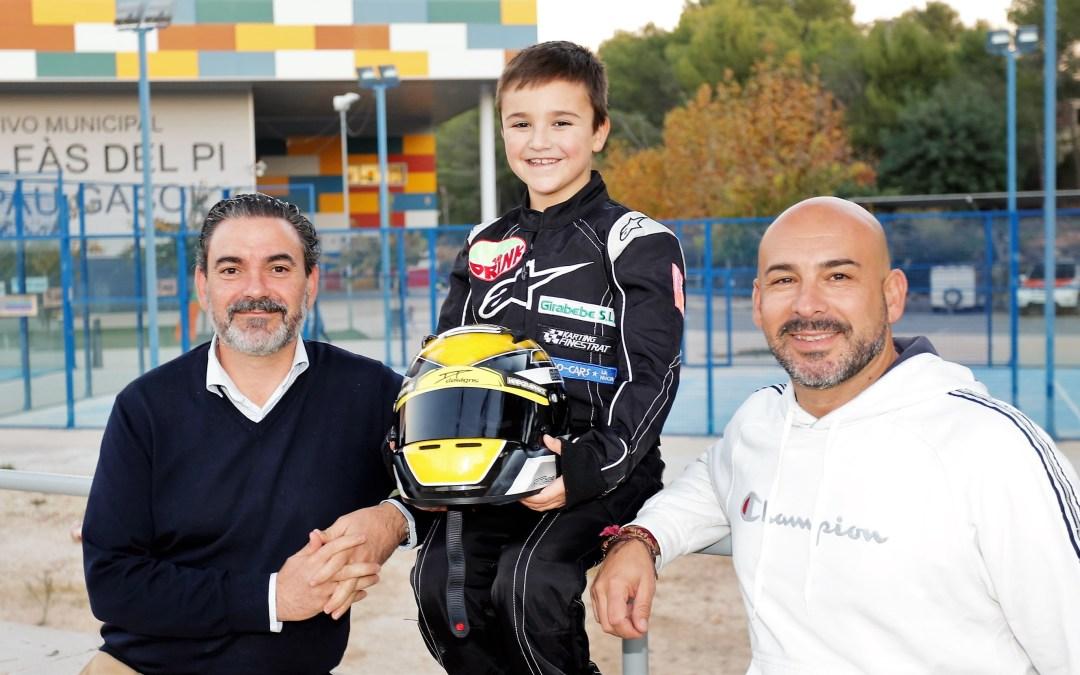 A sus 7 años Oliver Claeys es la nueva promesa del deporte del motor en l'Alfàs del Pi.