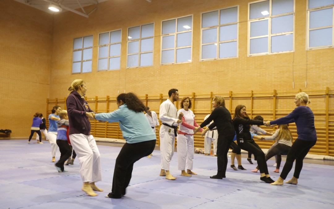 """El Ayuntamiento de l'Alfàs junto al club de Aikido """"Sakura"""" imparte un curso de defensa personal"""