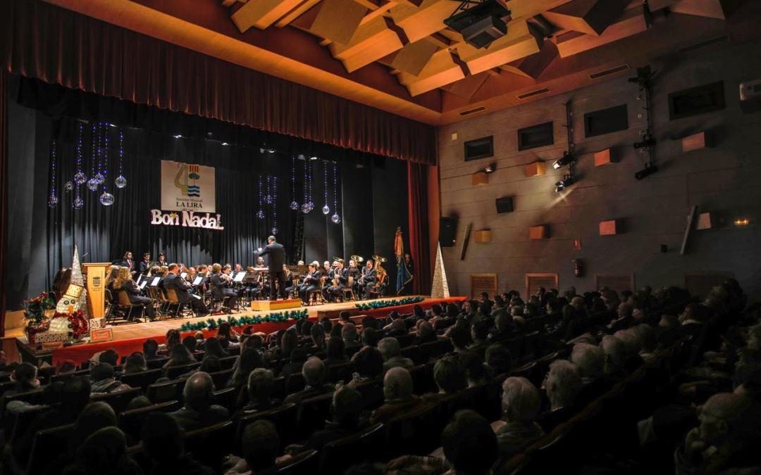El auditorio de la casa de cultura acogió el tradicional concierto de Navidad de La Lira