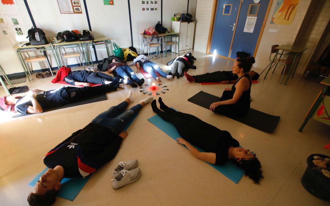 Educación retoma el taller de yoga en el IES L'Arabí