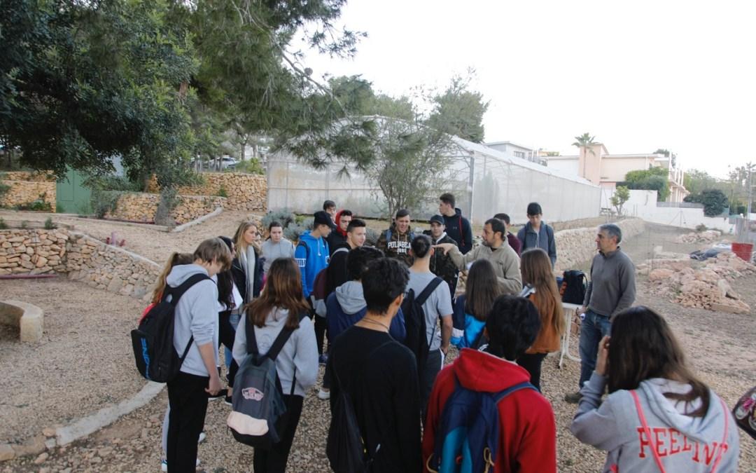 Estudiantes de l'Alfàs aprenden en el CIPM Los Carrascos a diseñar los jardines del futuro