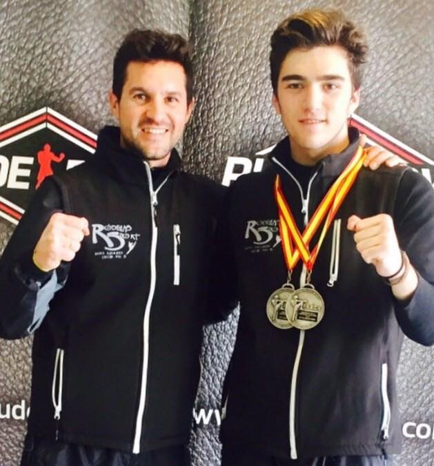 Gabriel Miralles consigue dos platas en  el Campeonato Junior de Kickboxing de la Comunitat Valenciana.