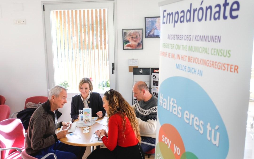 Reunión personal con los residentes de l'Alfàs para hablar de las ventajas de empadronarse