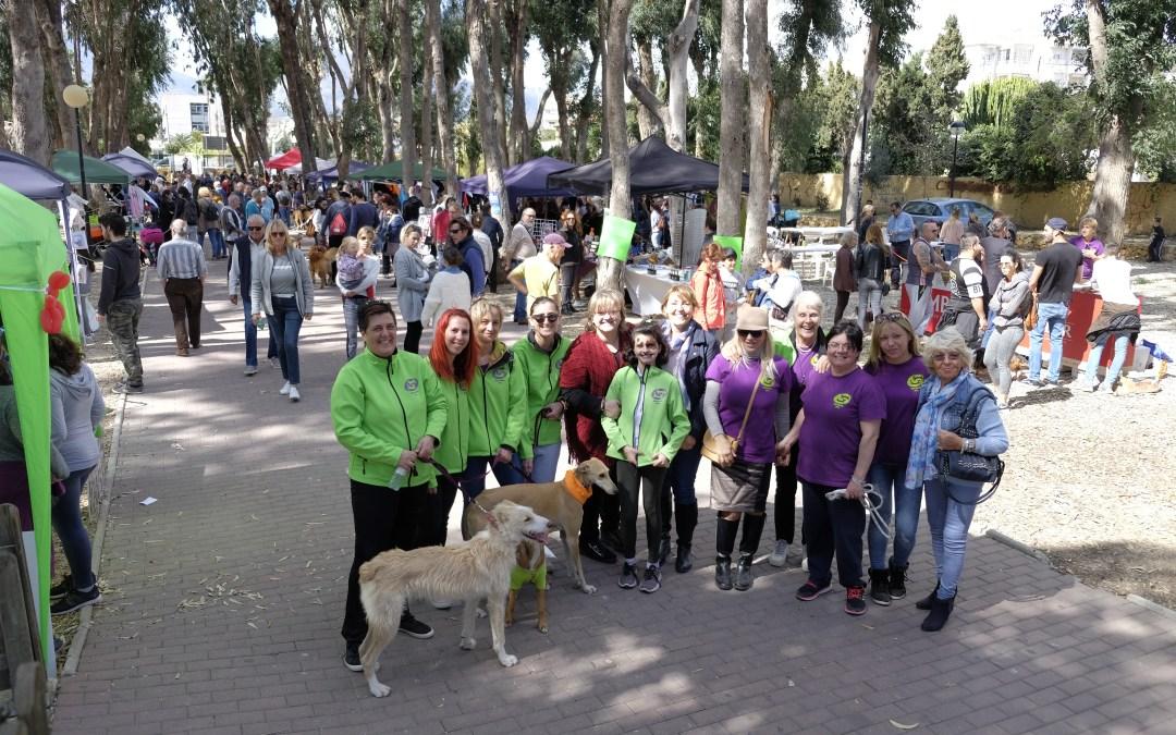 Un millar de personas se dan cita en el cuarto Festival Canino y de la Adopción de l'Alfàs del Pi