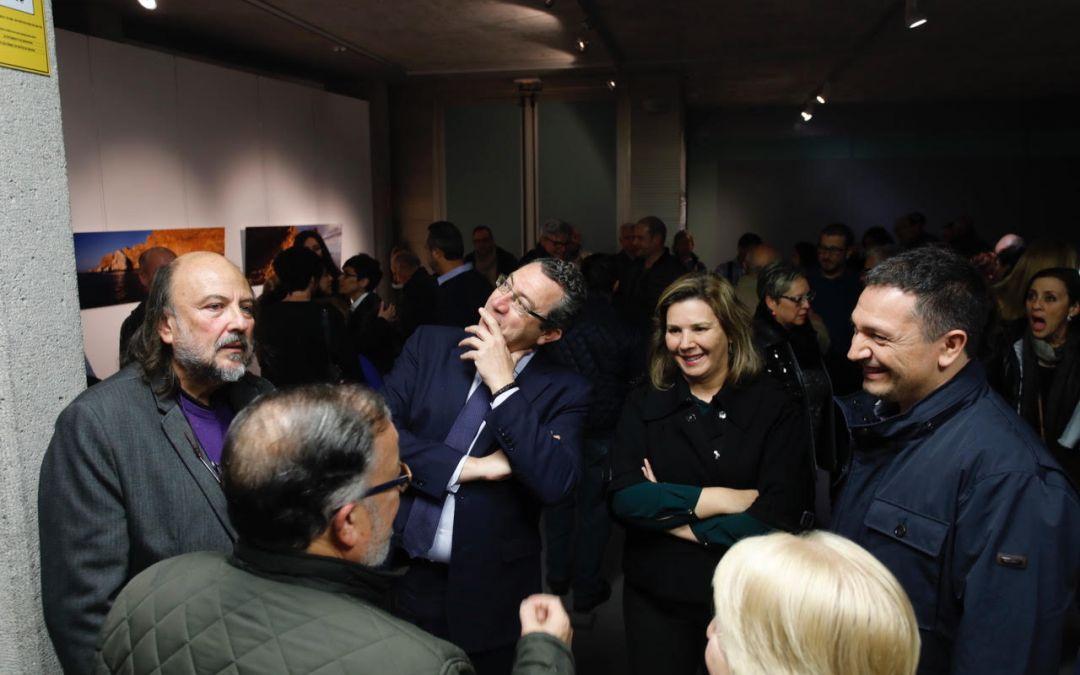 La concejala de cultura de l'Alfàs recomienda la exposición de Jaume Fuster