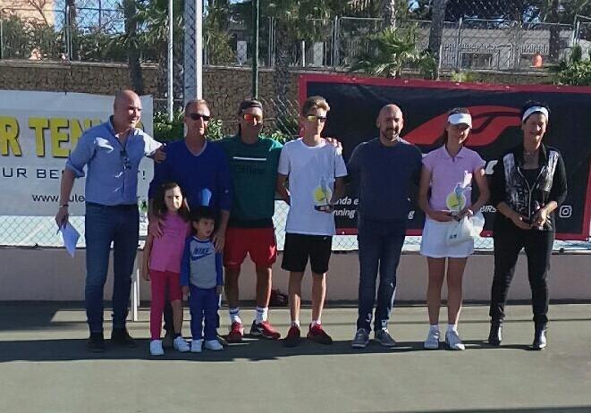 20 parejas participaron en el X  torneo de tenis de Dobles  Mixto de l'Alfàs del Pi.