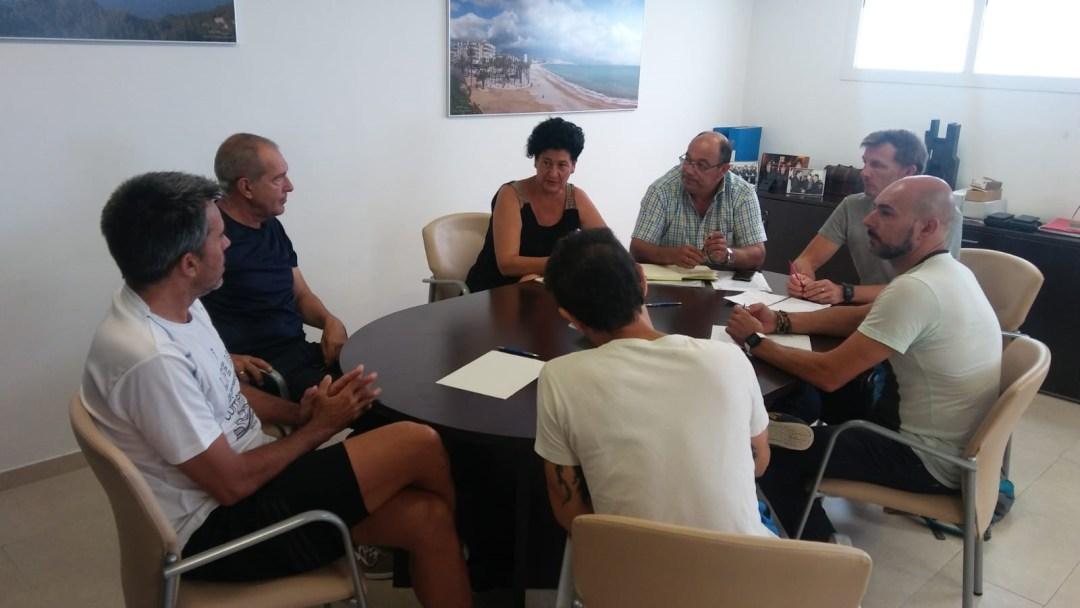 La junta de seguridad se reúne para perfilar los detalles del XVII Trofeo escuelas de ciclismo que se disputa el sábado en l'Alfás del Pi.