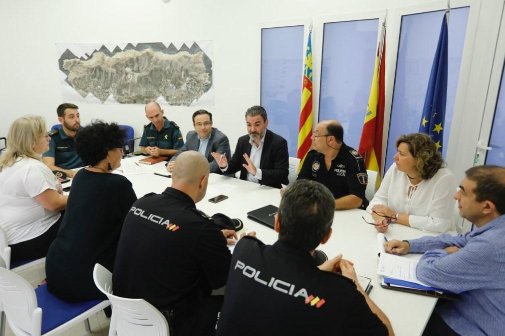 Celebrada la Junta de Seguridad Ciudadana en l'Alfàs del Pi para coordinar el dispositivo de fiestas