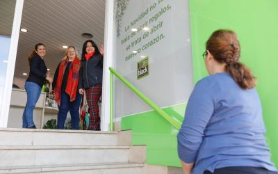 Establecimientos de l'Alfàs se suman a la campaña 'Comerç amigable amb la Gent Major'