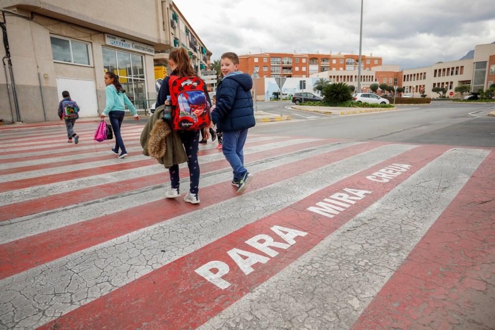 L'Alfàs del Pi lanza la campaña 'Para – Mira – Creua' de mejora de la seguridad vial