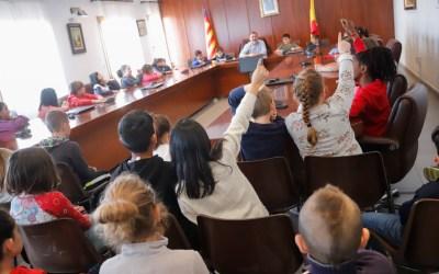 Alumnos del CEIP Santísimo Cristo del Buen Acierto visitan el Salón de Plenos del Ayuntamiento