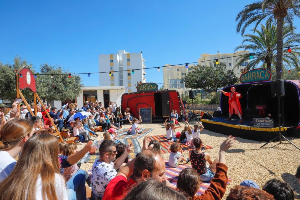 La Mostra de Teatre de l'Alfàs cierra su primera semana con ración triple y salida a la calle