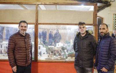 Ximo Sirvent Sanjosé crea el belén municipal de la plaza Mayor
