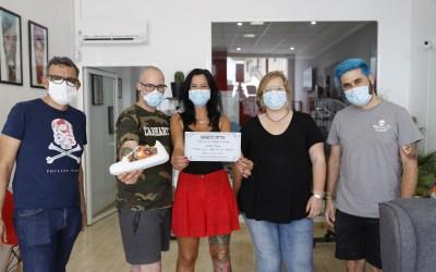 Magnetic Tattoo subastará unas zapatillas tatuadas para recaudar fondos para Cruz Roja en l'Alfàs