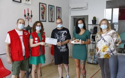 Magnetic Tattoo recauda 330 euros para Cruz Roja con la subasta de unas zapatillas tatuadas