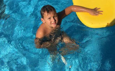 El Alfasino de 8 años Fran Almendros logra el récord  de natación de España