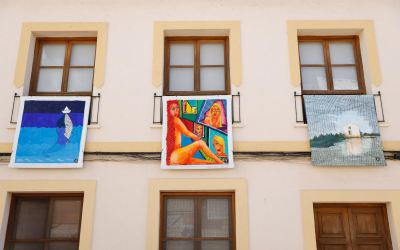L'Alfàs acoge la exposición callejera 'Les Balconades' hasta el 2 de octubre