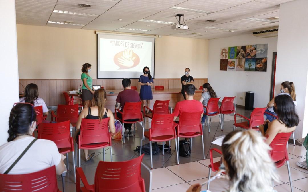 15 jóvenes se apuntan al Curso de Iniciación a la Lengua de Signos en l'Alfàs