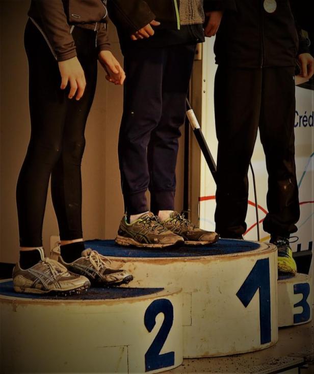 podium-pieds-zoom