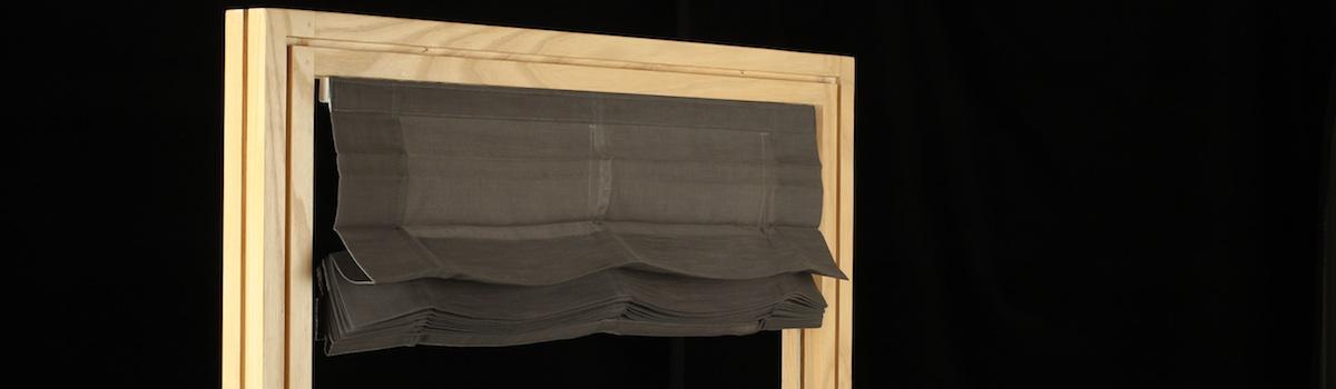 store bateau plisse couleur noir