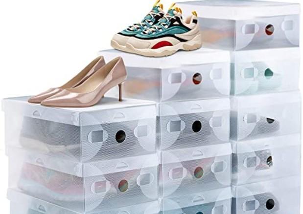 Organizar zapatos en cajas de plástico es una de las ideas más originales y más habituales en nuestras casas, puesto que nos permiten ahorrar espacio de una forma estética