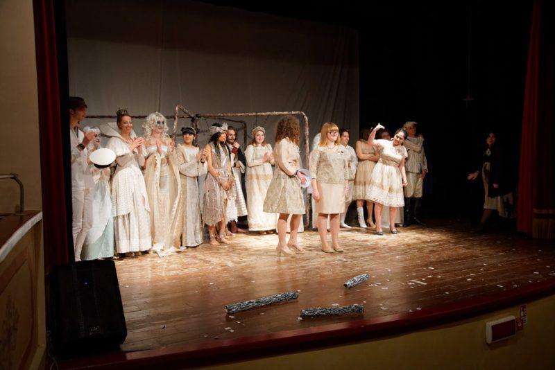 Shakespeare in a Box, pioggia di applausi per lo spettacolo Tmpst