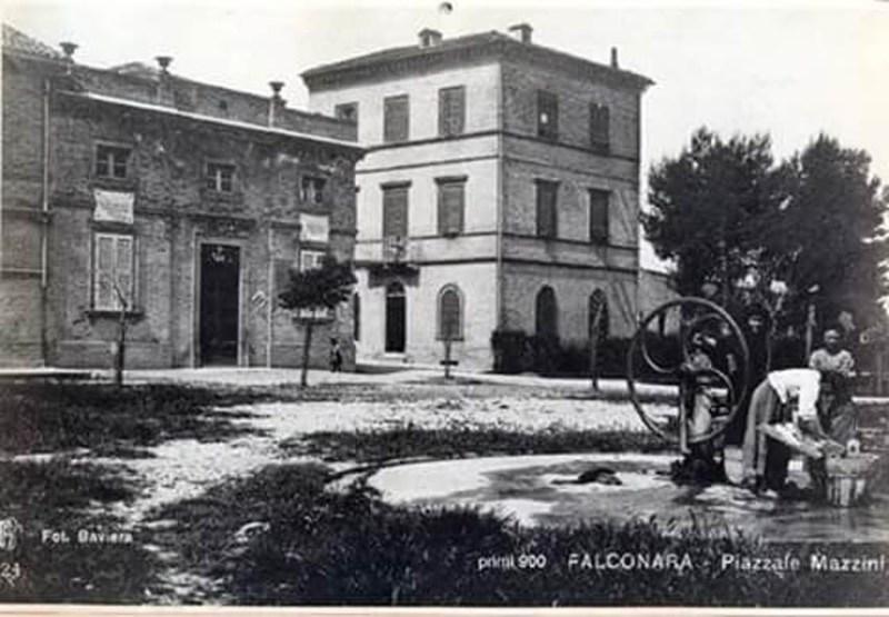 A Falconara una mostra con le cartoline dei cittadini