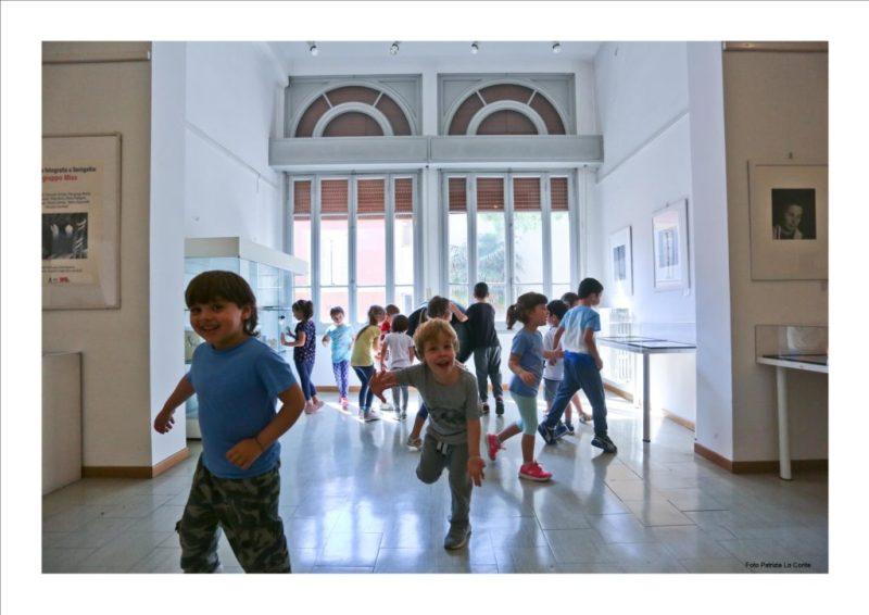 L'autoritratto dei bambini in una mostra alla Biblioteca di Senigallia