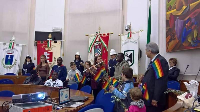 FANO / La Settimana africana regionale aperta con la premiazione del sindaco di Riace