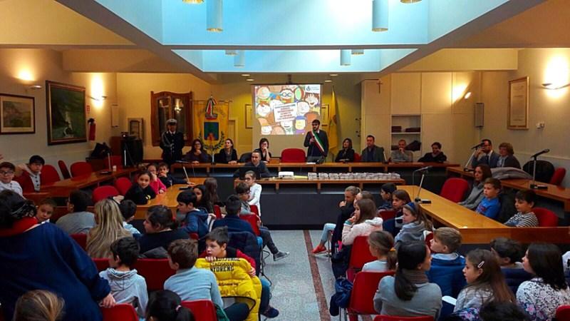 MONDOLFO / Il sindaco consegna simbolicamente ai bambini le chiavi della città