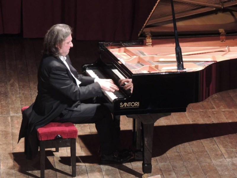 """SAN LORENZO IN CAMPO / Nel """"Paese della Musica"""" il Concerto degli Auguri con Sandro Ivo Bartoli e Debra Fast"""