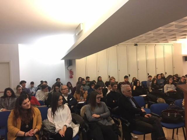 SENIGALLIA / Economia e marketing turistico, per gli alunni del Panzini incontro con Robi Veltroni